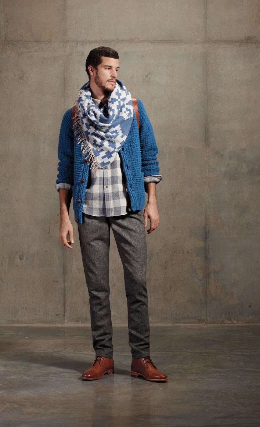 03_coos-curry-cardigan_fringed-scarf_3