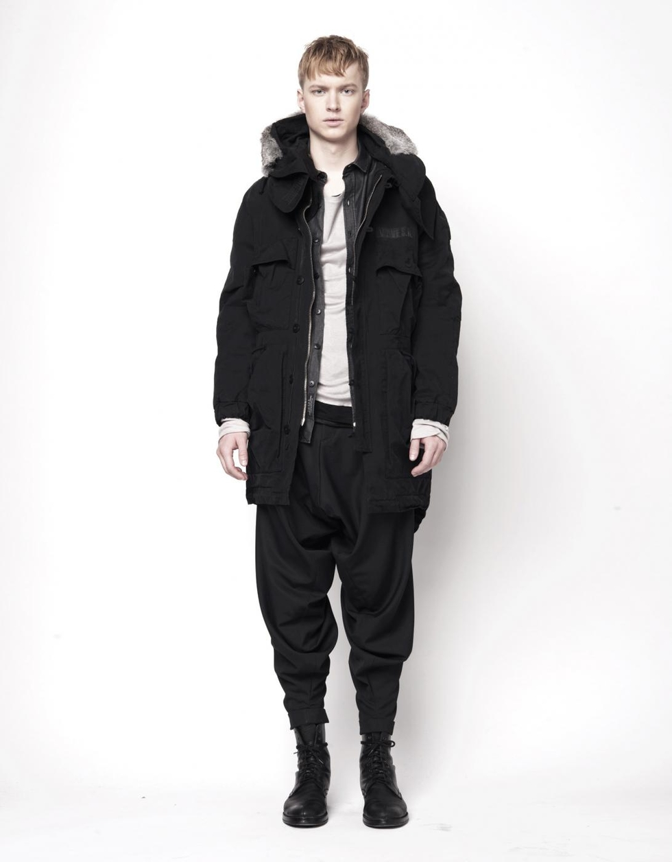aw11_man_foldpocketparka_black1